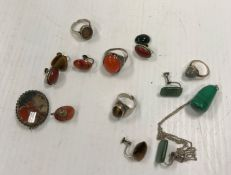 A collection of jewellery to include tig