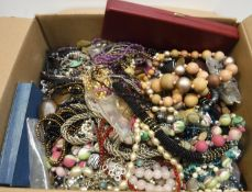 A box of assorted costume jewellery to i