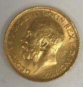 A George V gold sovereign, 1913, 8 g