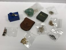 A box of various costume jewellery to in