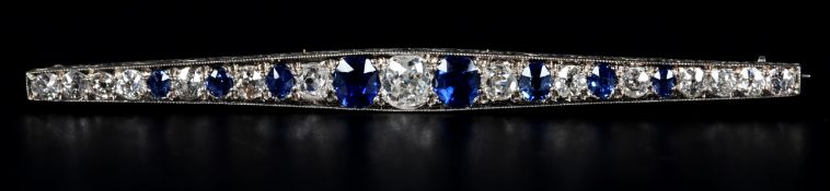 AN ART DECO SAPPHIRE AND DIAMOND BAR BROOCH in 18ct white gold, the oval faceted sapphires and Old
