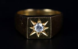 A GENTLEMAN'S DIAMOND SET SIGNET RING in 18ct gold, the brilliant cut stone star set to the square