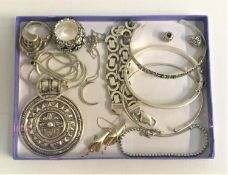 SELECTION OF SILVER JEWELLERY including a skull ring with red glass eyes, top hat and pipe; three