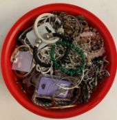 SELECTION OF COSTUME JEWELLERY including a malachite bead bracelet, a crystal bead necklace,