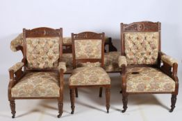 AN EDWARDIAN CARVED OAK AND UPHOLSTERED SEVEN PIECE DRAWING ROOM SUITE comprising set of four