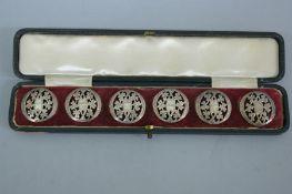Set of six Edwardian silver buttons with shamrock decoration. Birmingham 1903. Maker H.M. (cased)