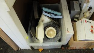 Box of glassware,