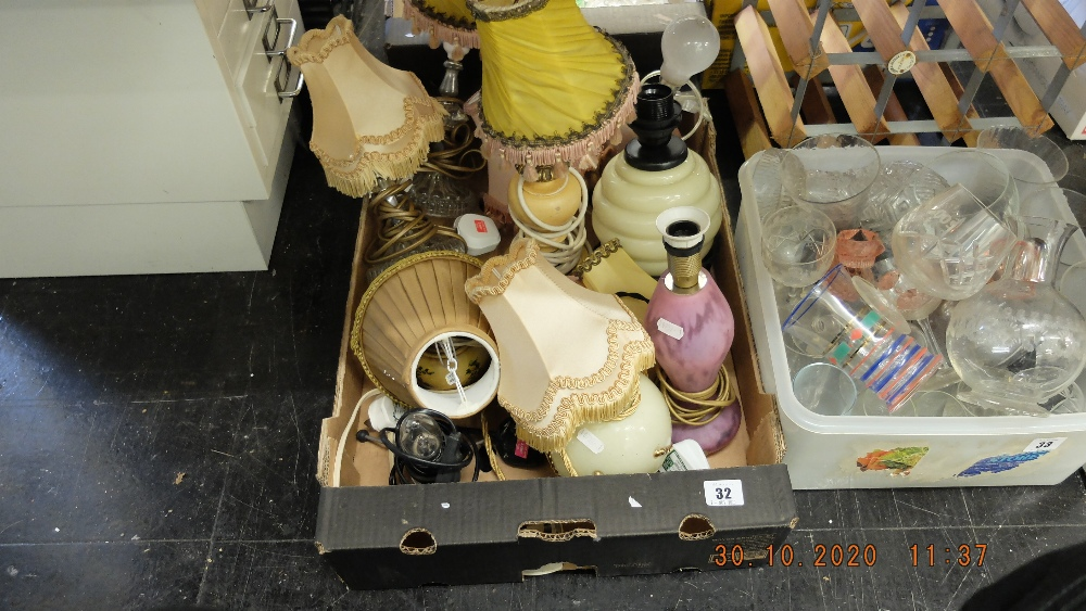 An assortment of vintage lamps - Image 2 of 2