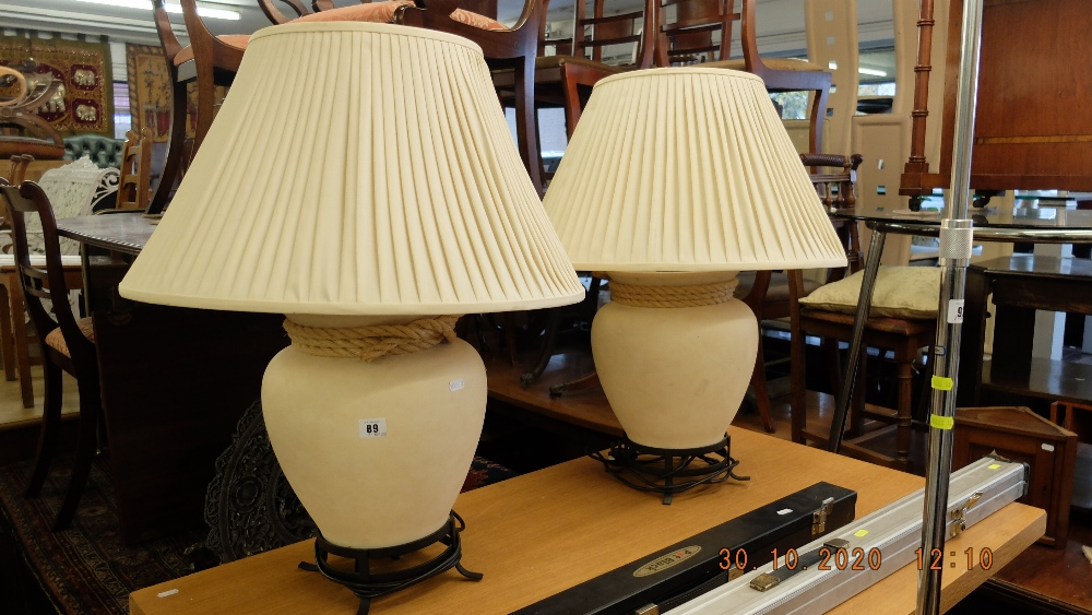 A pair of decorative lamps - Image 2 of 2