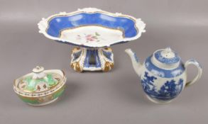 A Rockingham dessert comport, 15 cm height, to include ceramic teapot and scurier