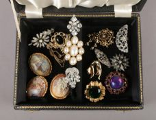 A jewellery box with contents of costume brooches, including vintage examples.