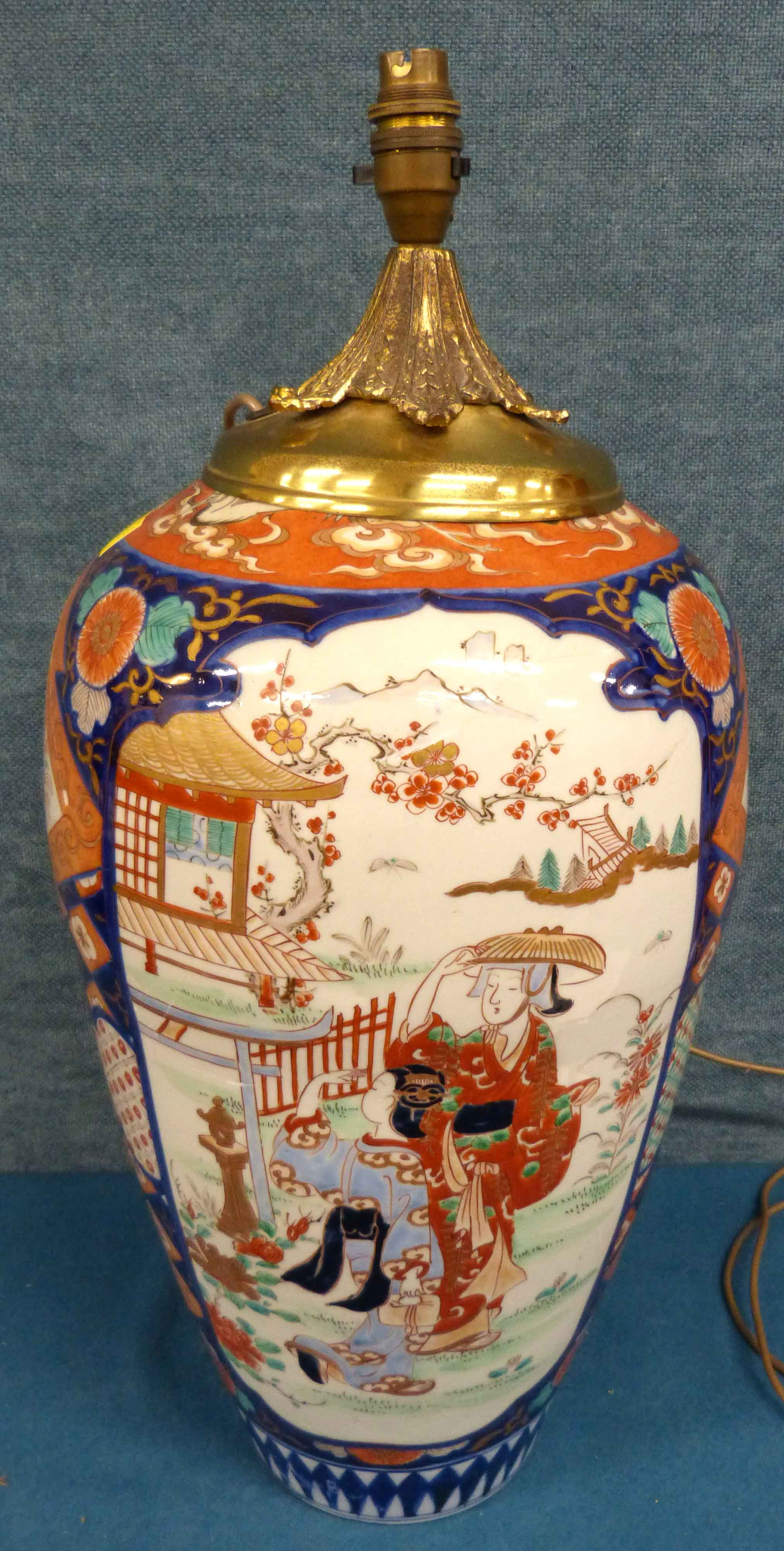 Lot 118 - Large Japanese Imari Vase We are unable to do condition reports on our Interiors Sale
