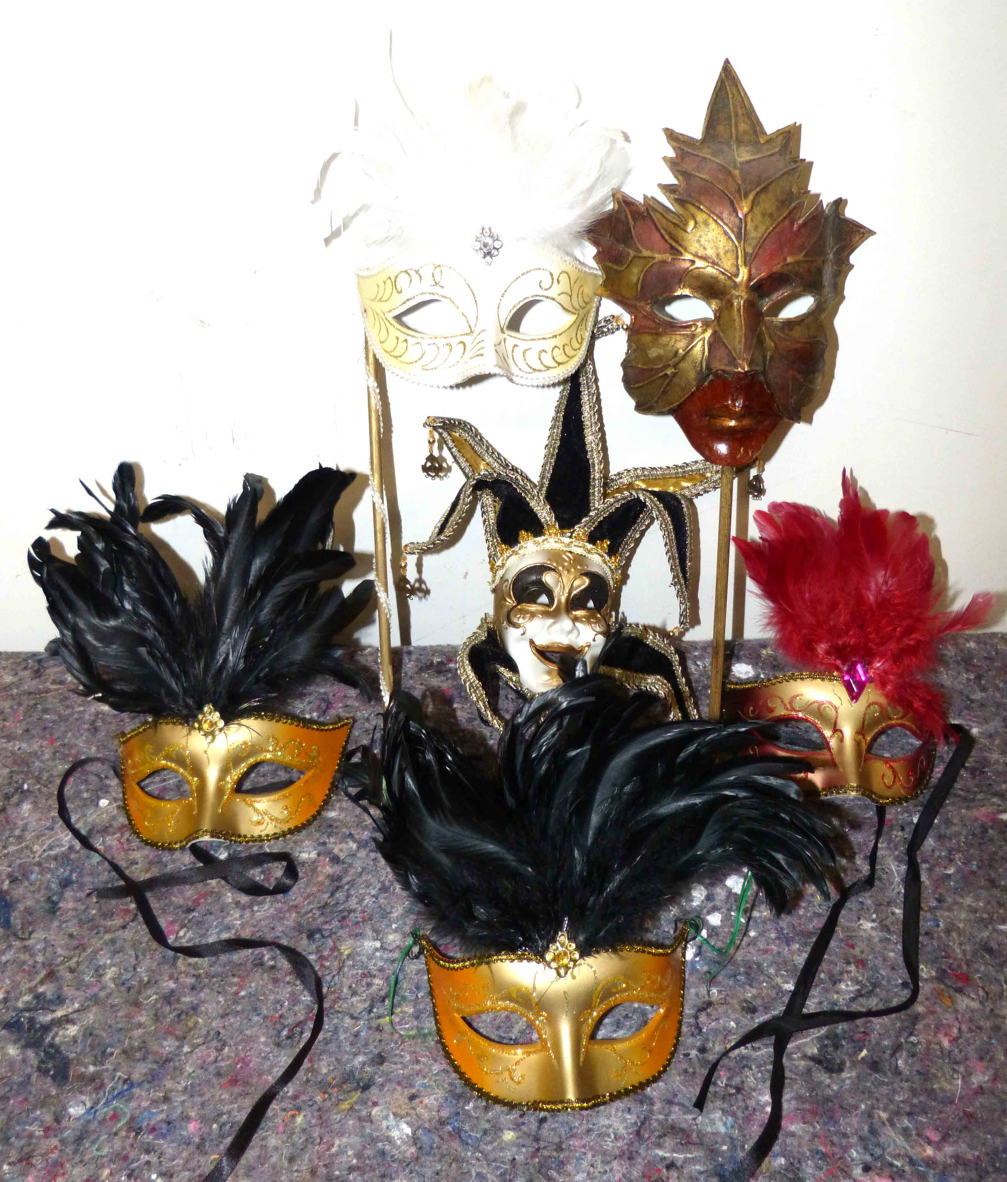 Lot 63 - 6 modern ball masks We are unable to do condition reports on our Interiors Sale