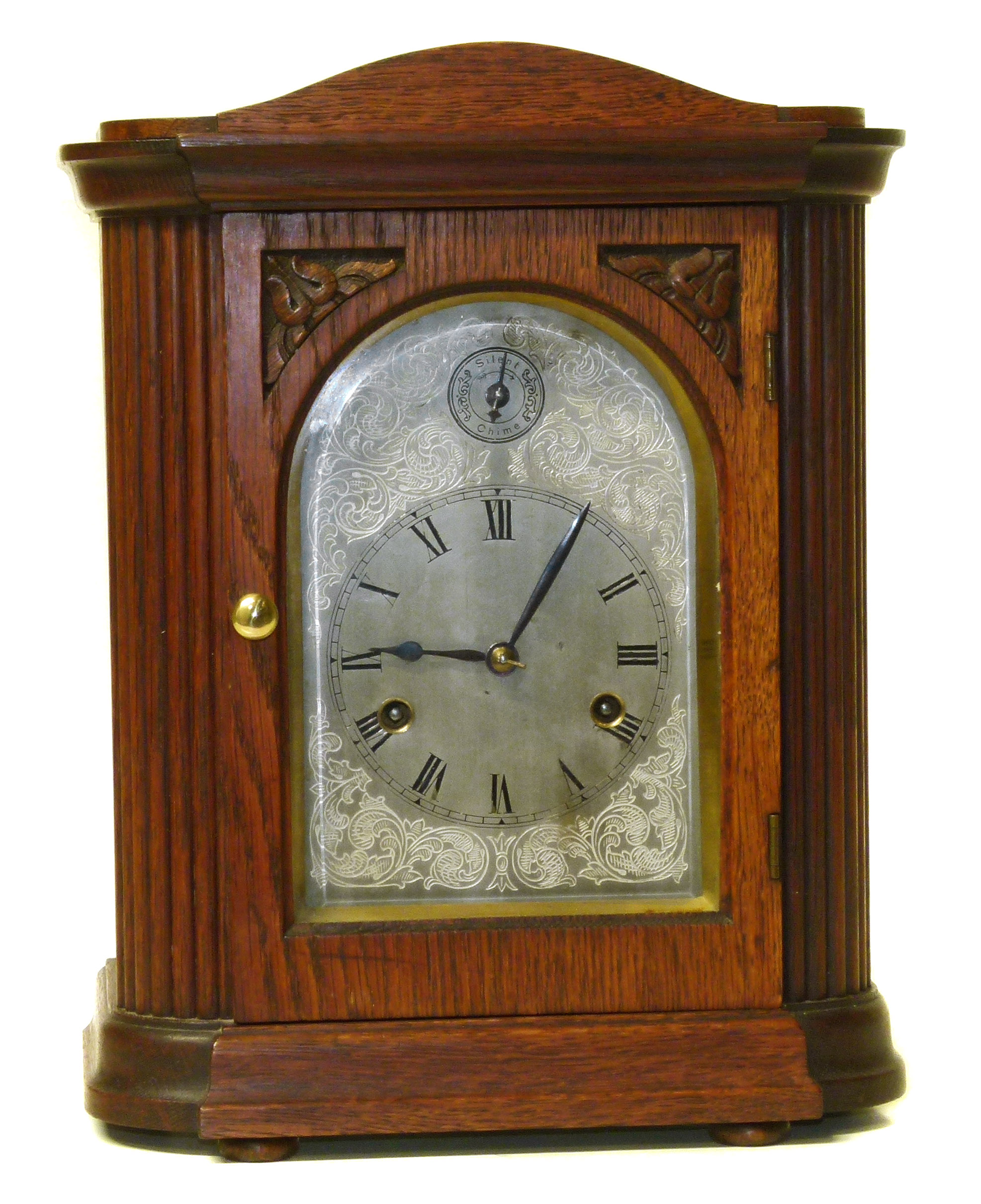 Lot 81 - Edwardian oak 8-day mantel clock We are unable to do condition reports on our Interiors Sale