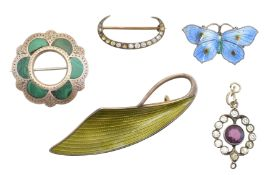 A selection of silver jewellery,