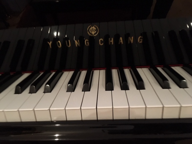 Lot 8 - Young Chang (c1983) A 6ft Model G-185 grand piano in a bright ebonised case on square tapered