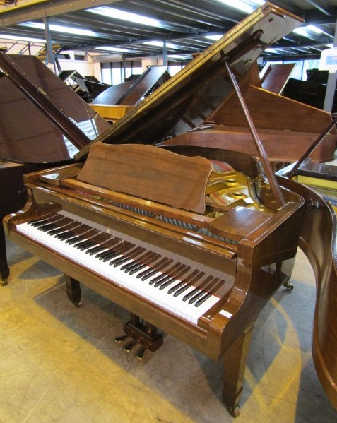 Lot 17 - Young Chang (c1994) A 5ft 2in grand piano in a bright mahogany case on square tapered legs