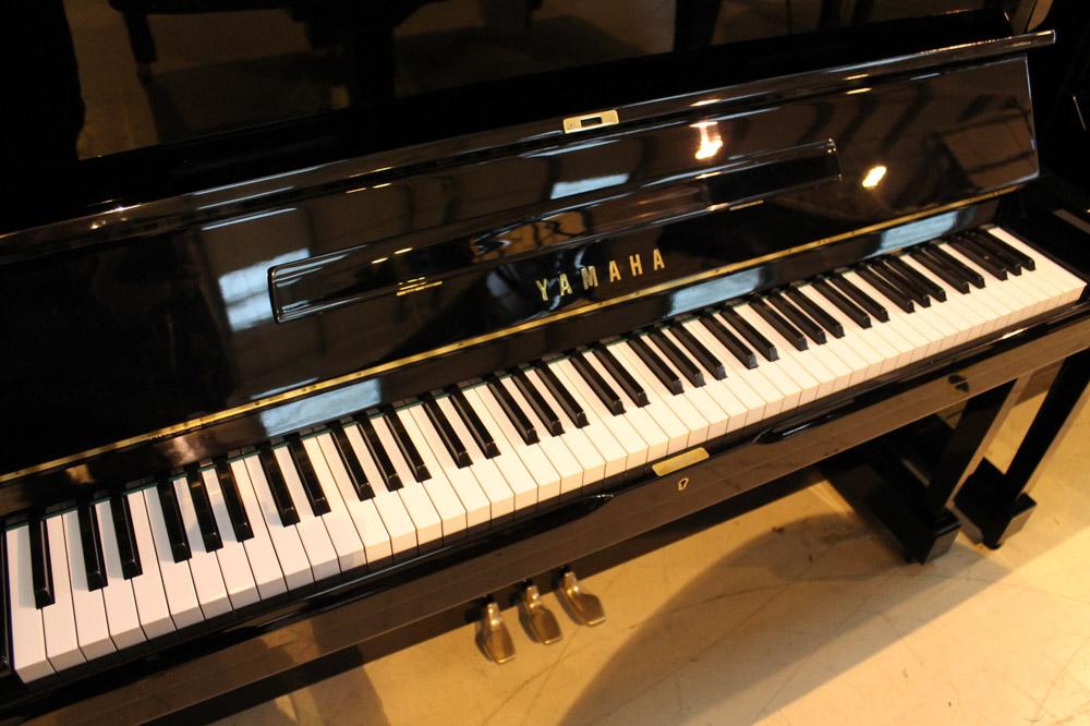 Yamaha (c1977) A Model U1H upright piano in a bright ebonised case. - Image 4 of 5