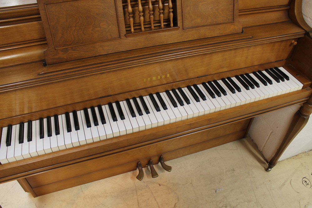 Yamaha (c1971) An upright piano in an American 'spinet' style case; together with a matching stool. - Image 4 of 6