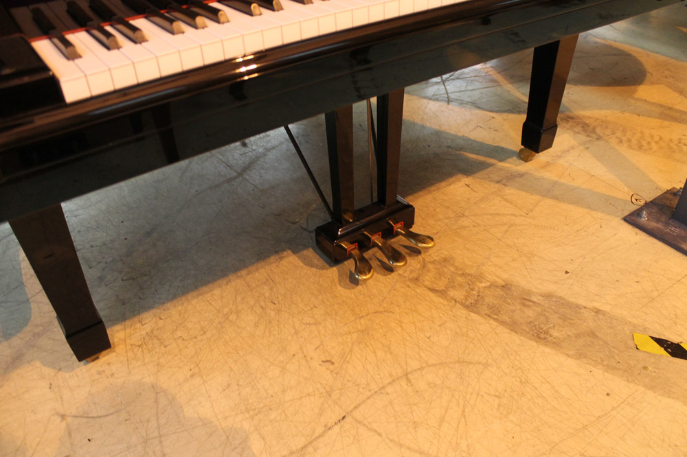 Yamaha (c1984) A 7ft 6in Model C7 grand piano in a bright ebonised case on square tapered legs. - Image 5 of 5