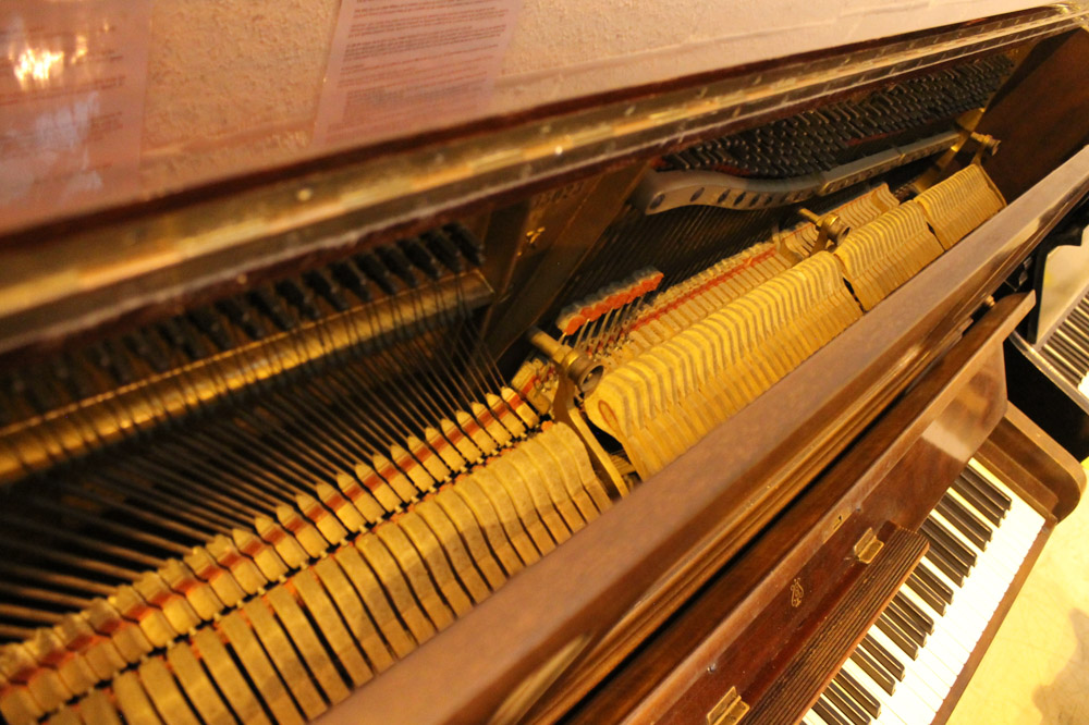 Steinway (c1925) A Model K upright piano in a mahogany case; - Image 6 of 6