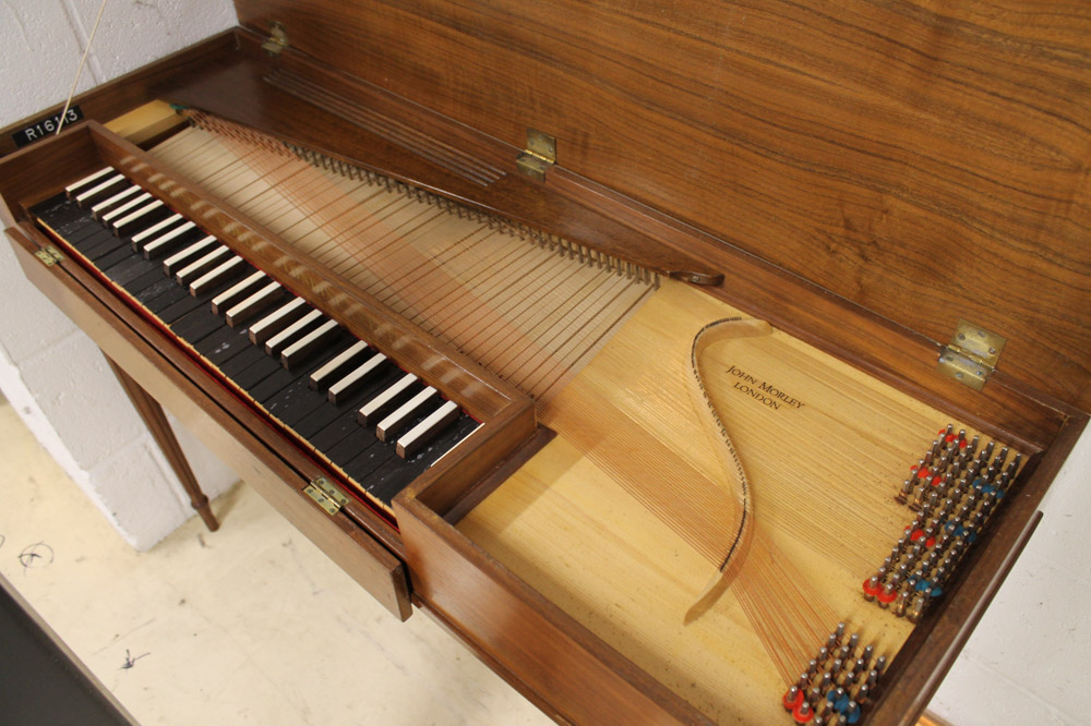 Morley clavichord A Morley clavichord in a walnut case on turned and fluted legs. - Image 5 of 5