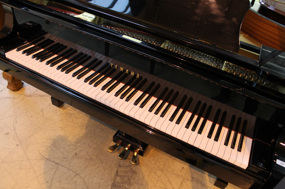 Yamaha (c1984) A 7ft 6in Model C7 grand piano in a bright ebonised case on square tapered legs. - Image 4 of 5