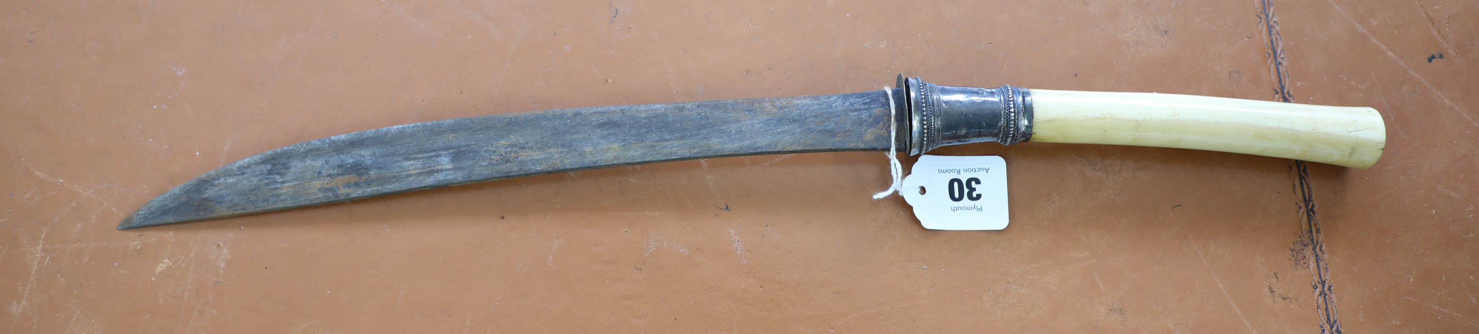 Lot 030 - A 19th century Burmese sword Dha, having slightly curved single edge blade swollen to tip, silver