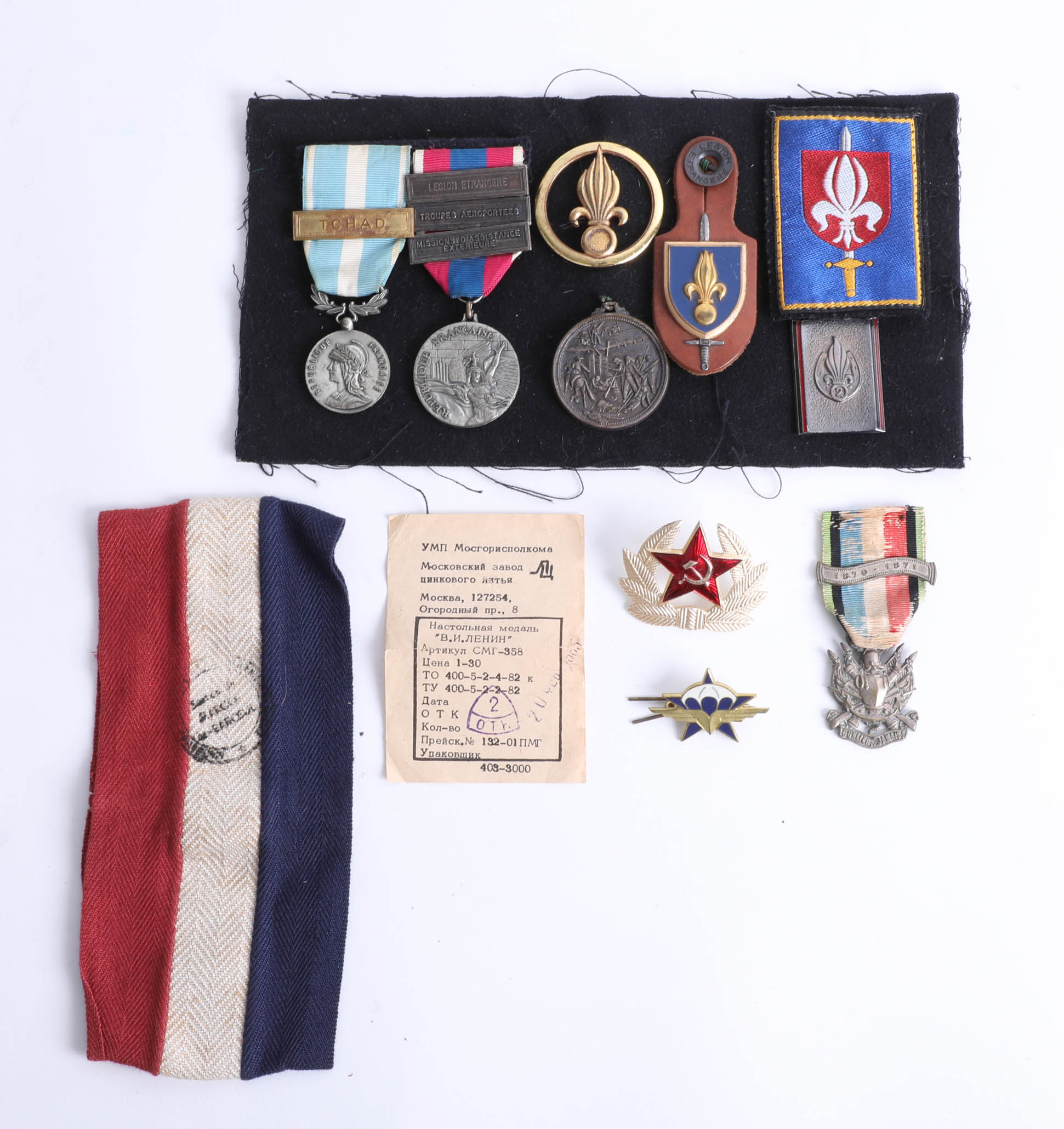 Lot 041 - A collection of various loose badges and some French medals including Cameroon legion medal etc.