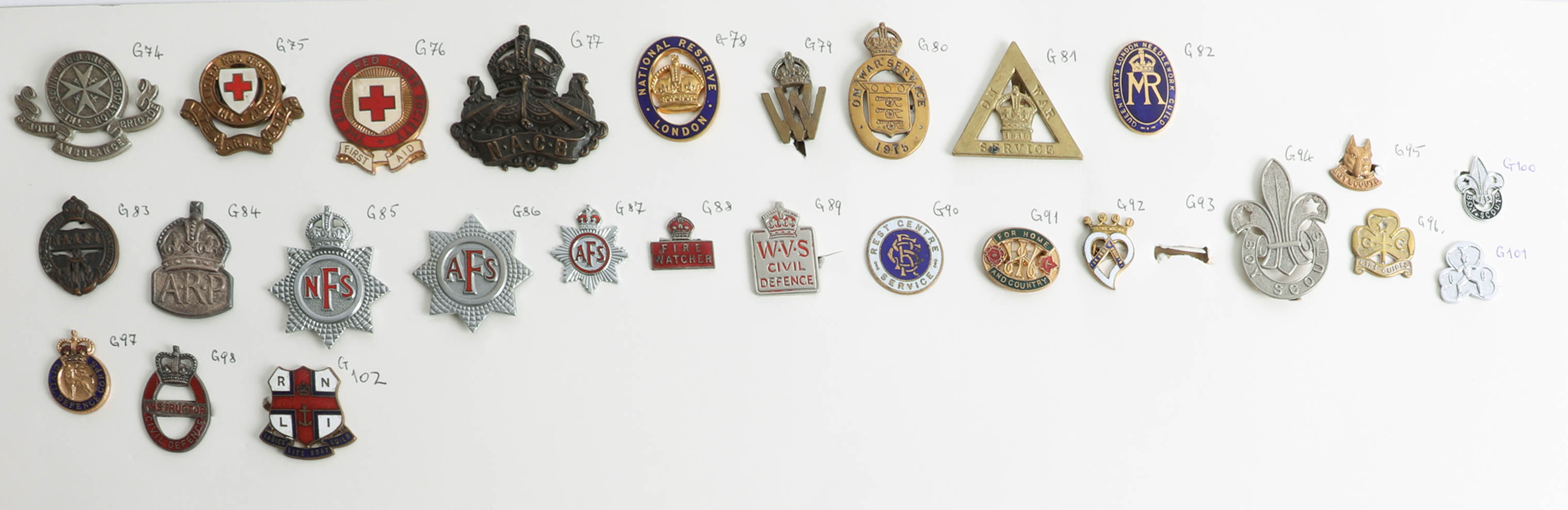 Lot 007 - A collection of approx. 100 military cap and other badges displayed on two sheets including WWII