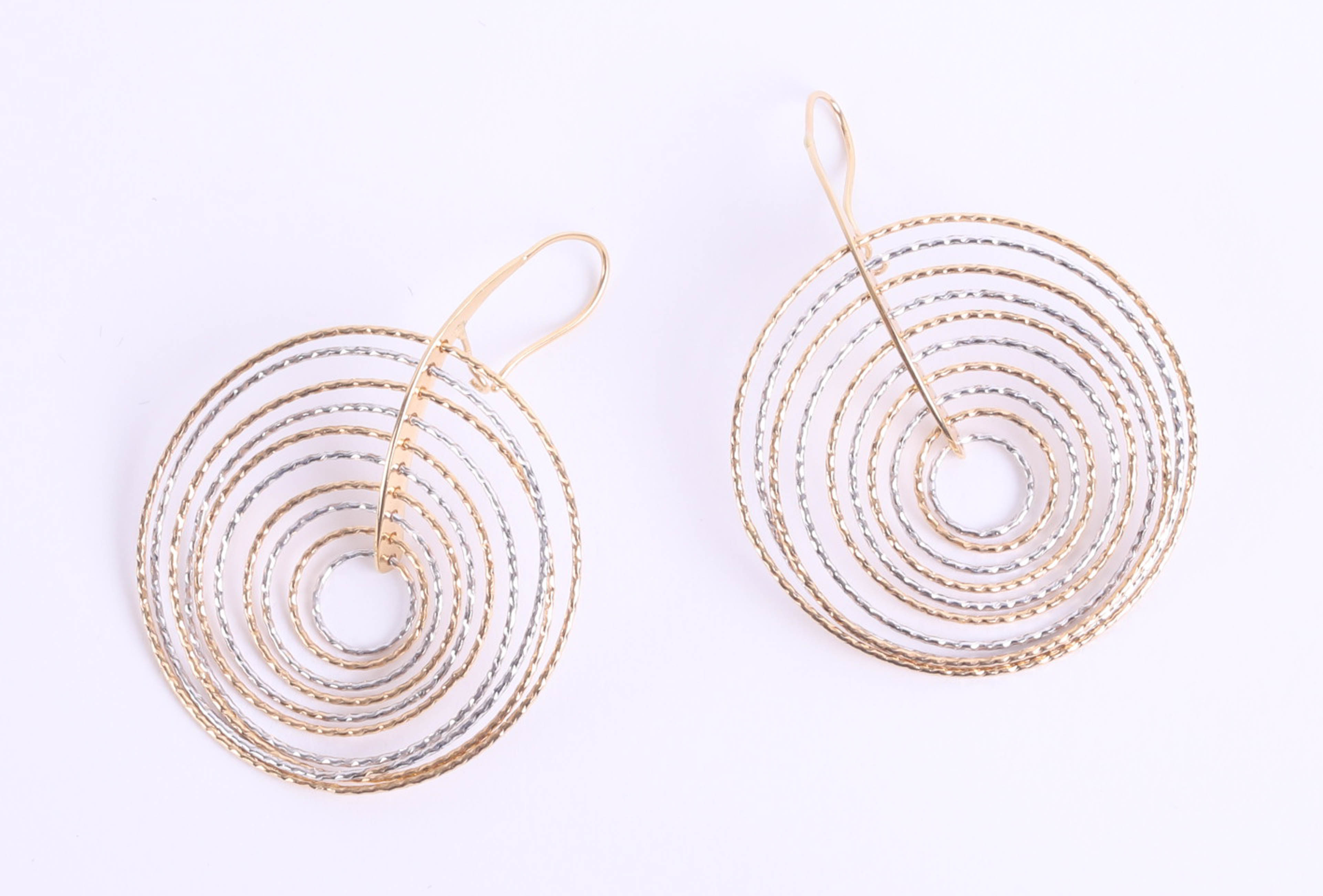 Lot 041 - A pair of 18ct mixed coloured gold earrings of descending hoop style, approximately 7.9g (
