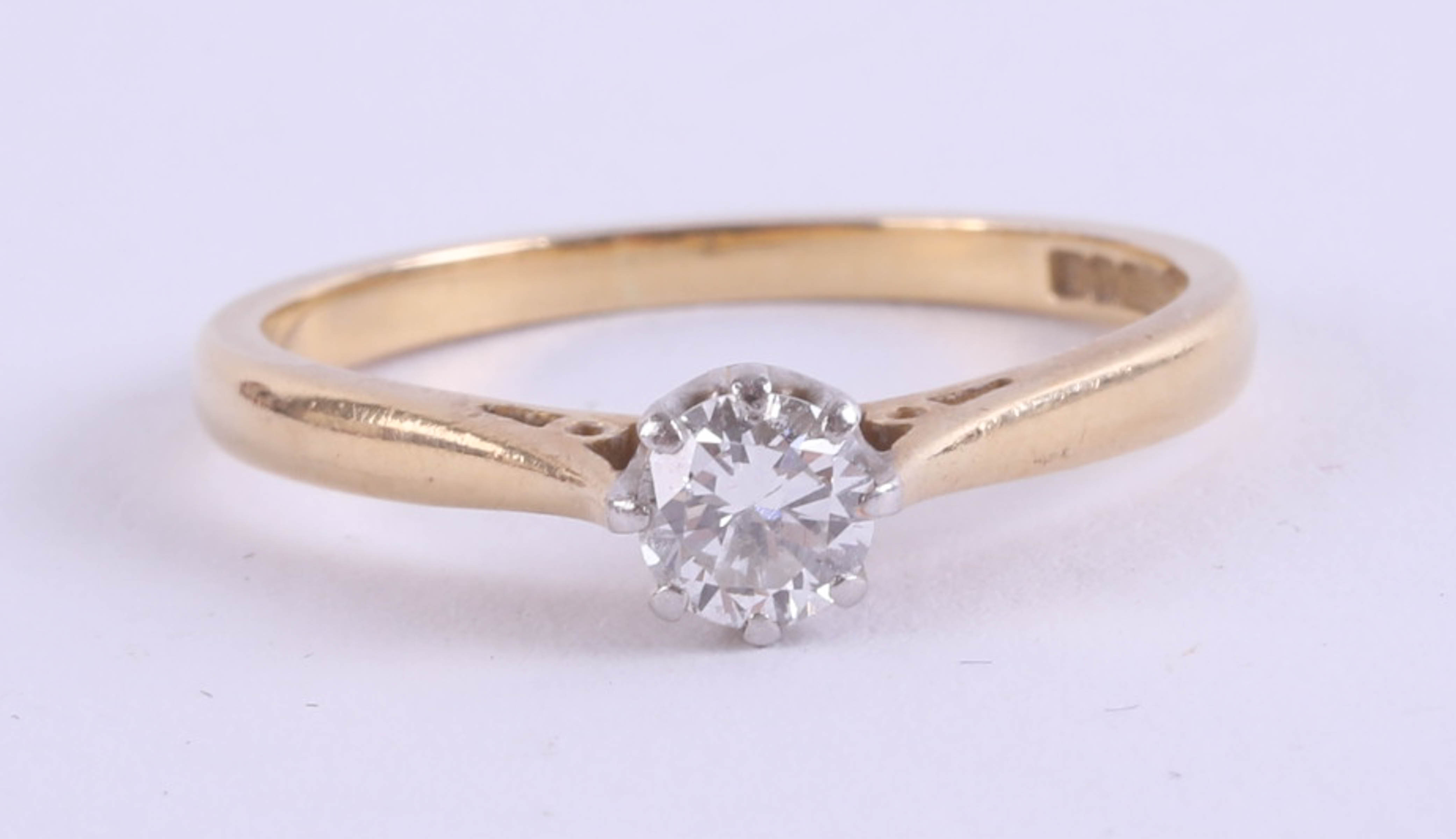Lot 023 - An 18ct diamond solitaire ring, approximately .25ct.