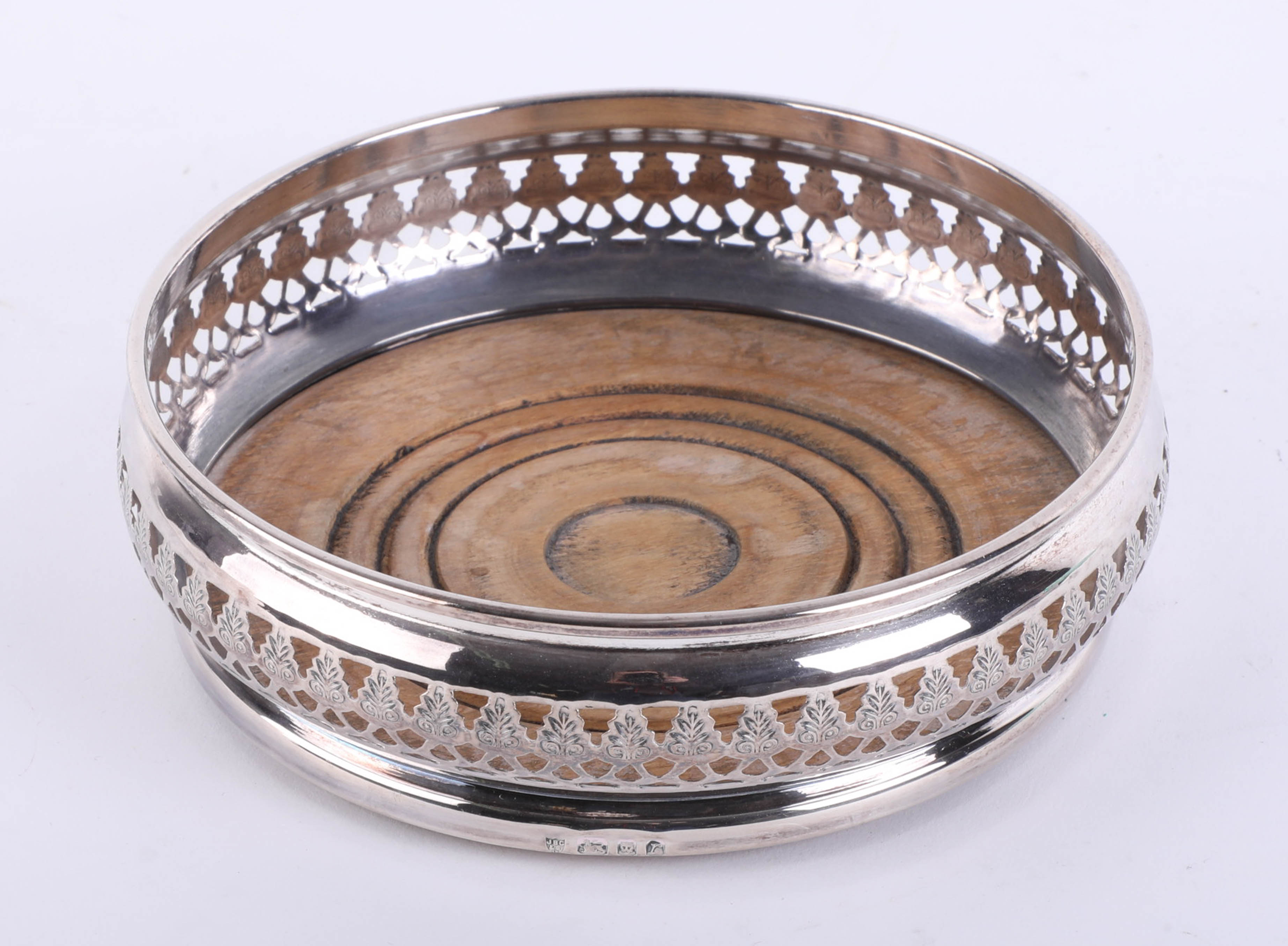 Lot 002 - A single silver wine coaster with pierced filigree border, wood base and green baize bottom,