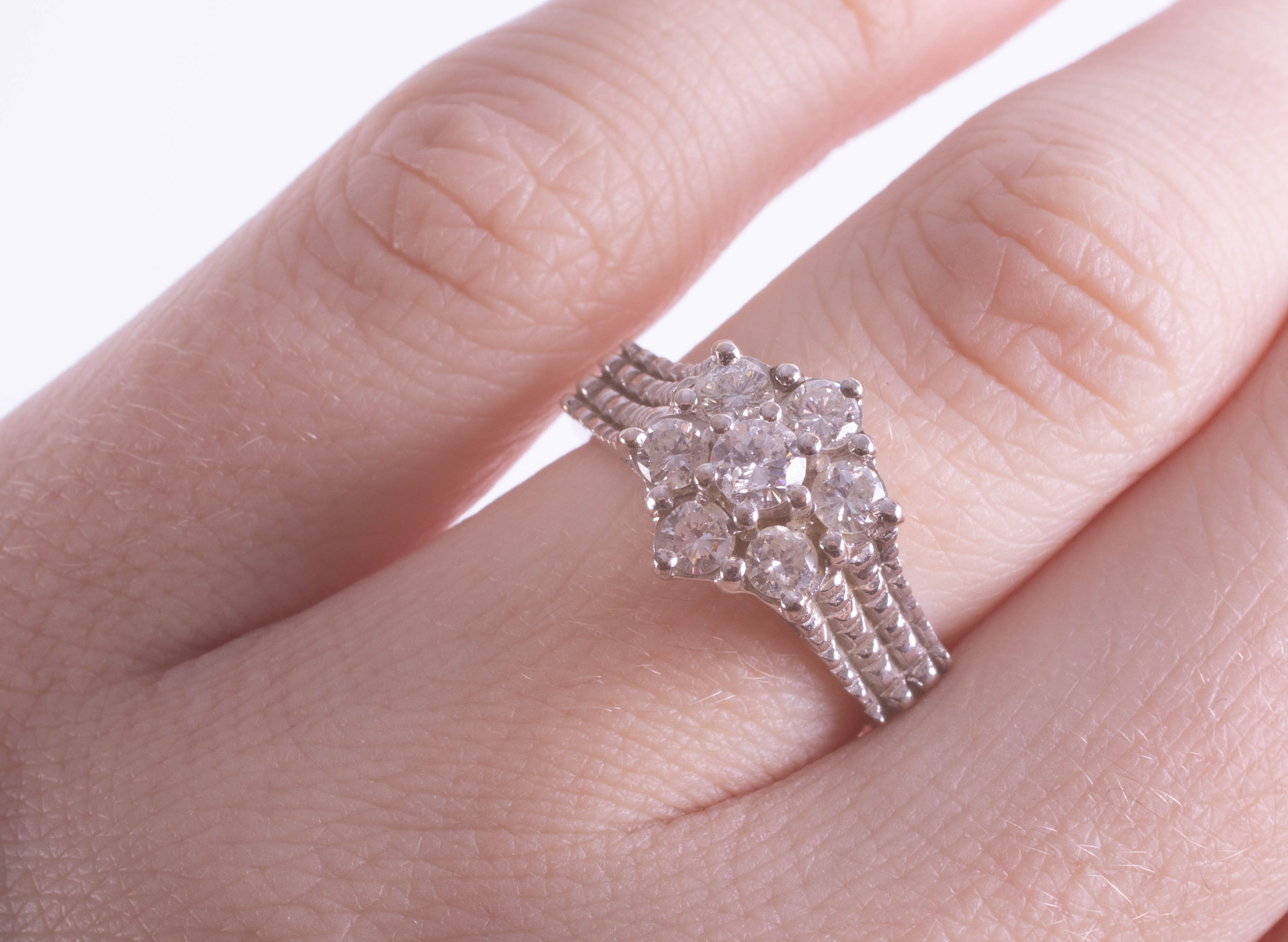 Lot 045 - An 18ct diamond cluster ring set in white gold, size J/K.