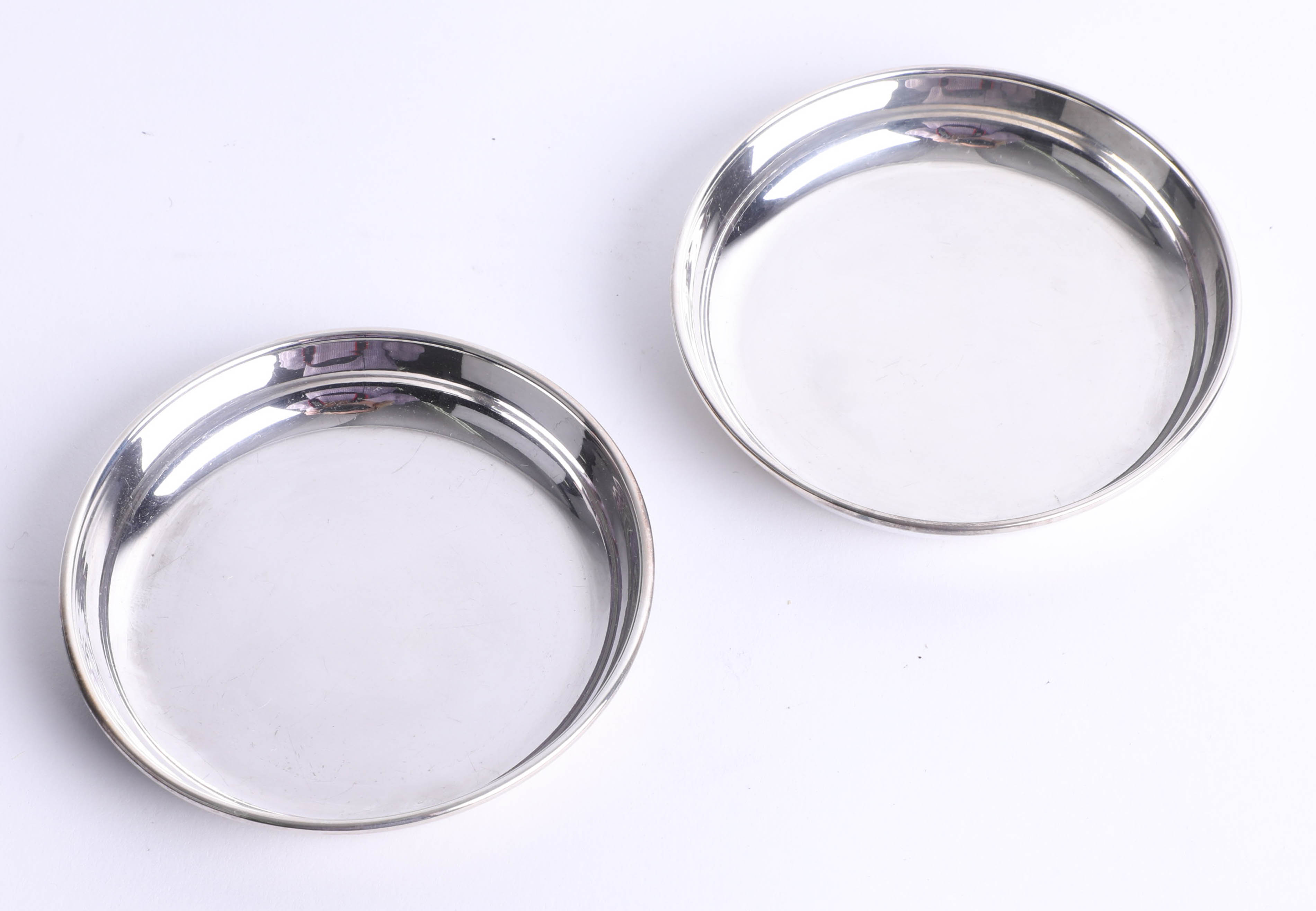 Lot 011 - A silver matched pair of small round dishes, diameter 7.6cm, Birmingham, Maker S.J.R., total