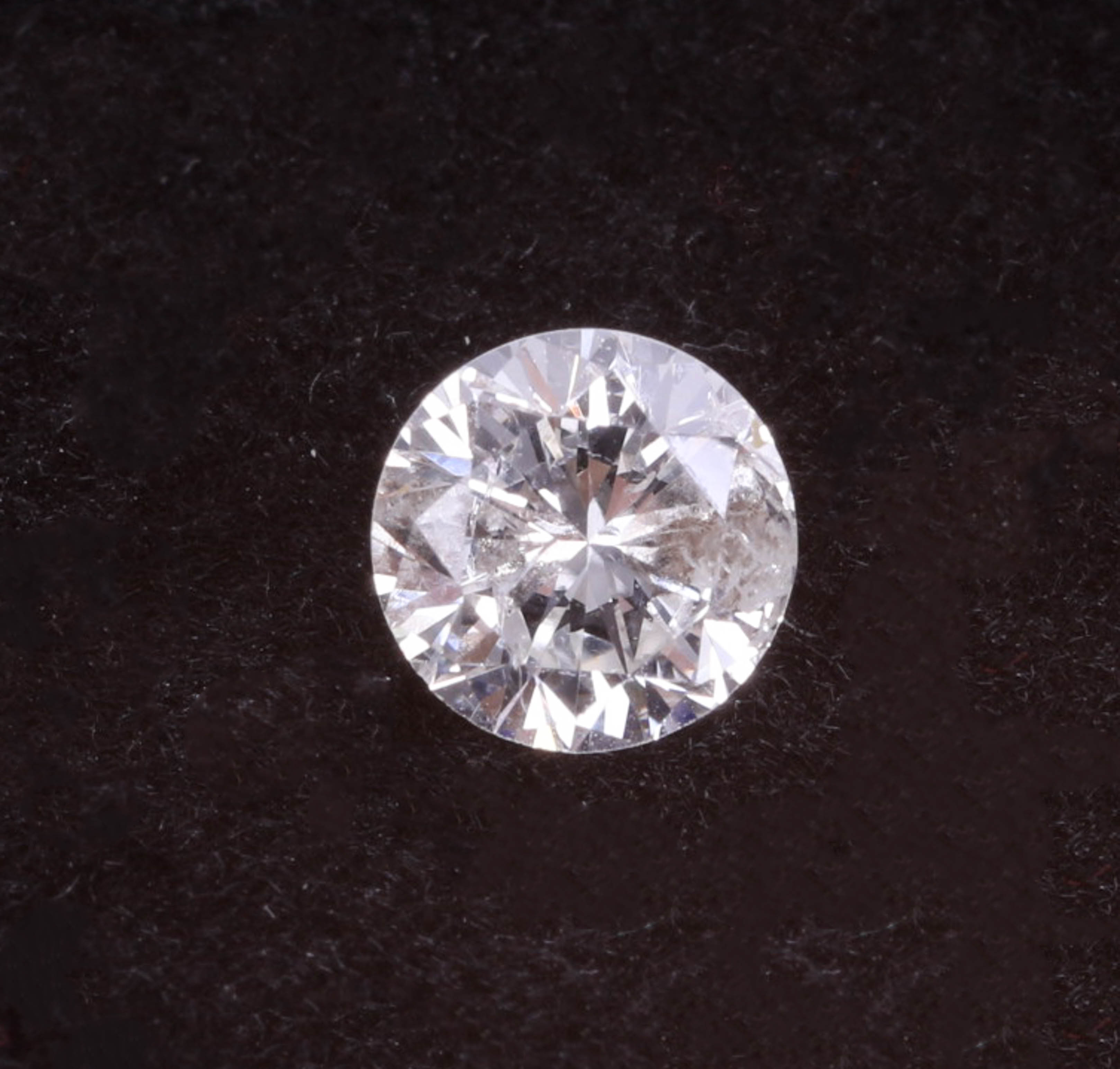 Lot 033 - A loose single round cut diamond stone, approximately 0.37ct.