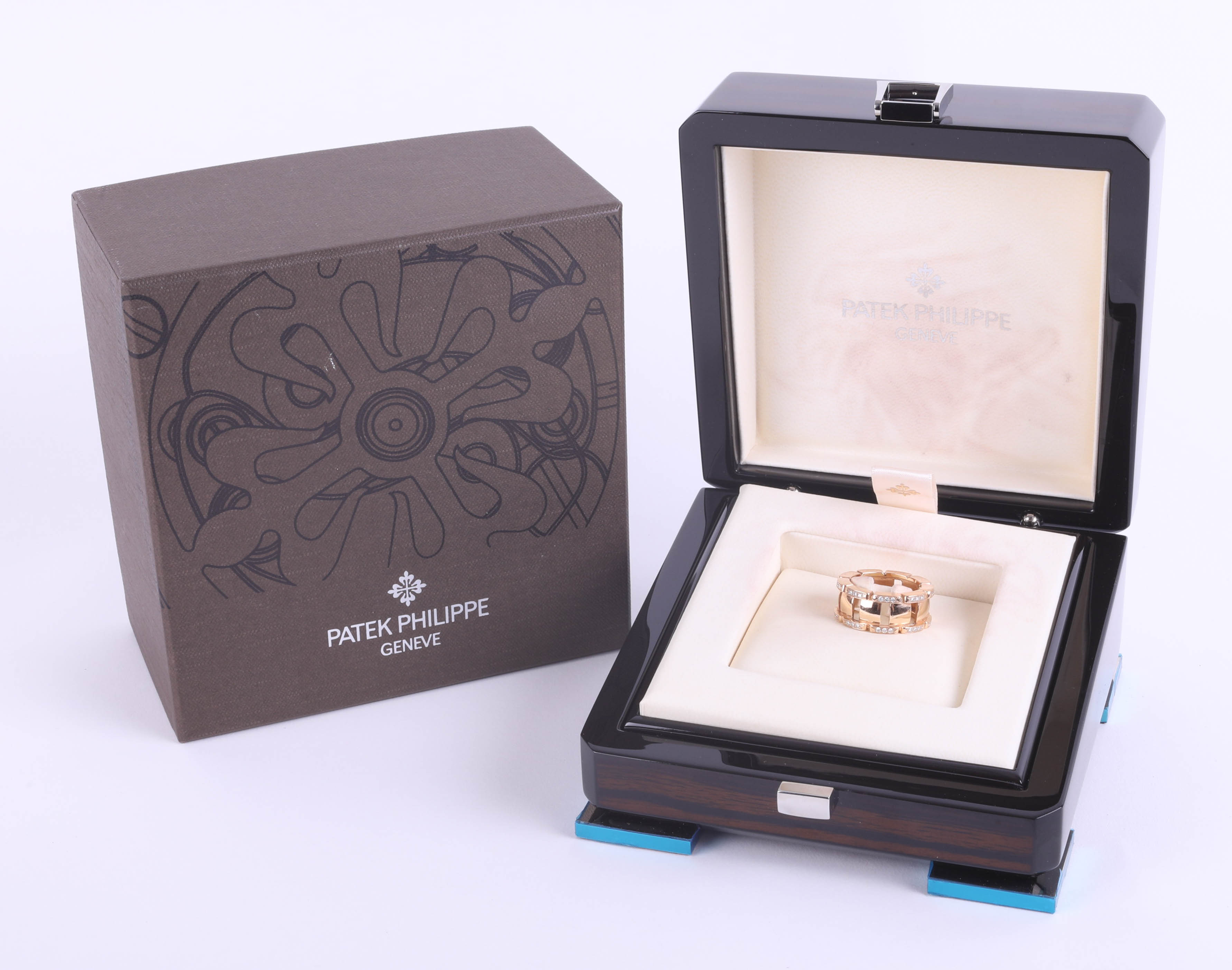 Lot 032 - Patek Philippe, a fine 18ct and diamond ring, marked 56 750 PP Company, size O/P, with box, outer