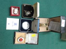 A PIERRE CARDIN LADIES QUARTZ WRISTWATCH WITH BOX, TOGETHER WITH A WEDGWOOD BLACK JASPERWARE PENDANT