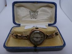 Vintage 9ct yellow gold ladies 15 Jewell wristwatch in 375 marked case, on 9ct yellow gold adjustabl