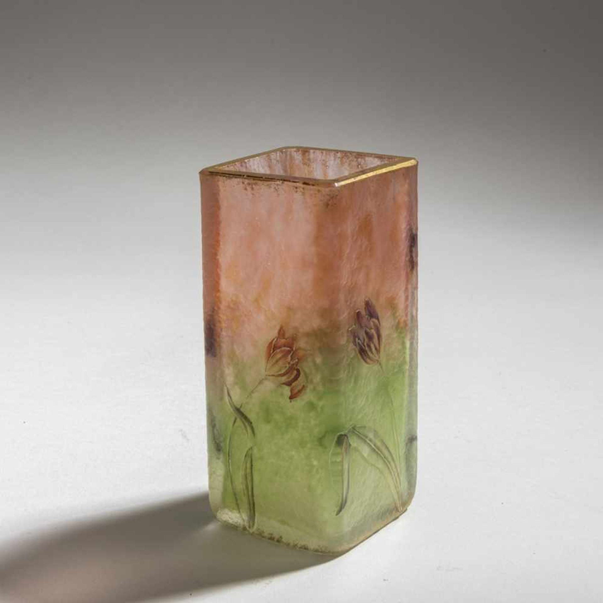 Los 124 - Daum Frères, Nancy , Vase 'Tulipes', um 1900Vase 'Tulipes', um 1900H. 12 cm. Überfangglas,...