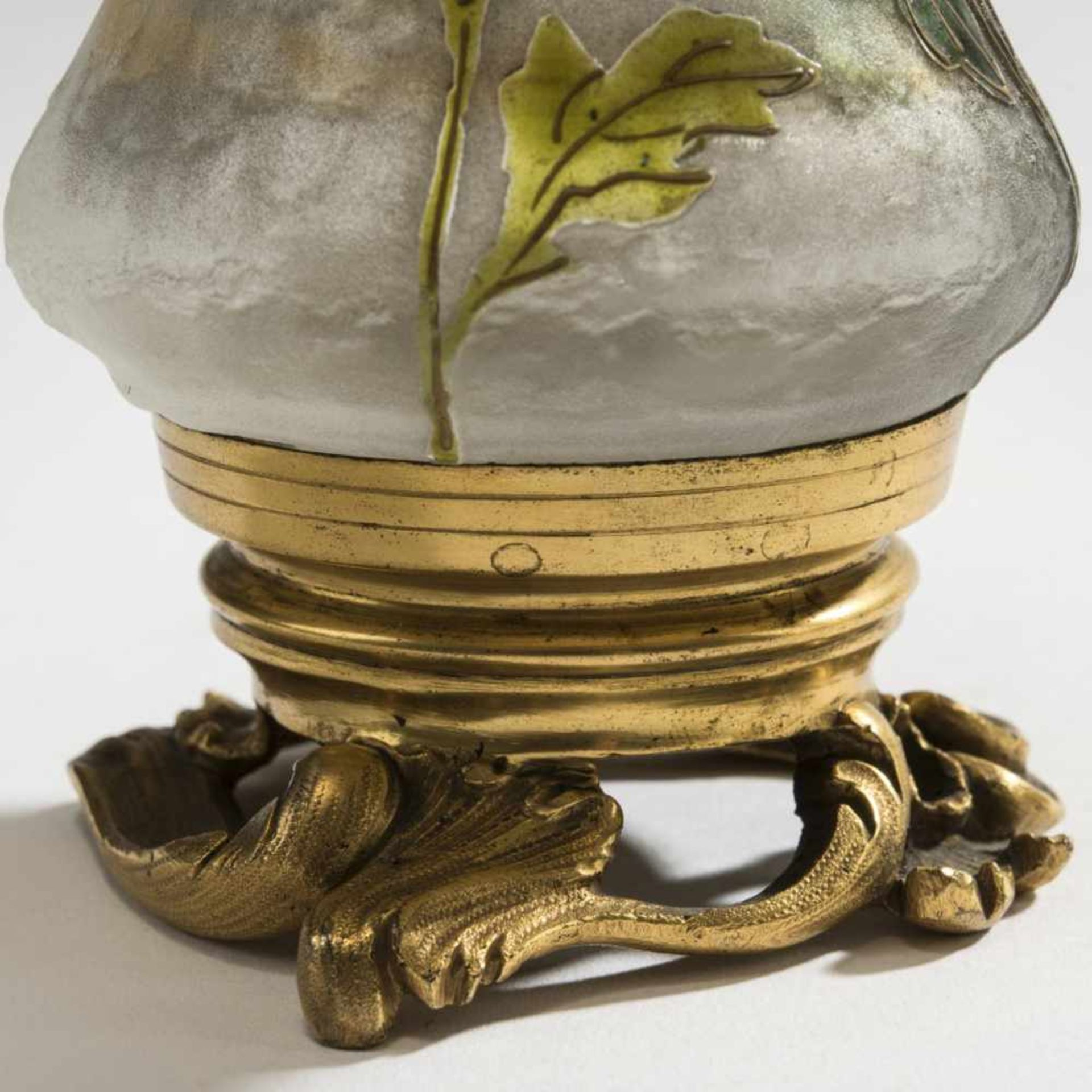 Daum Frères, Nancy, Vase 'Chryanthèmes' with bronze foot, c. 1897 - Bild 4 aus 5