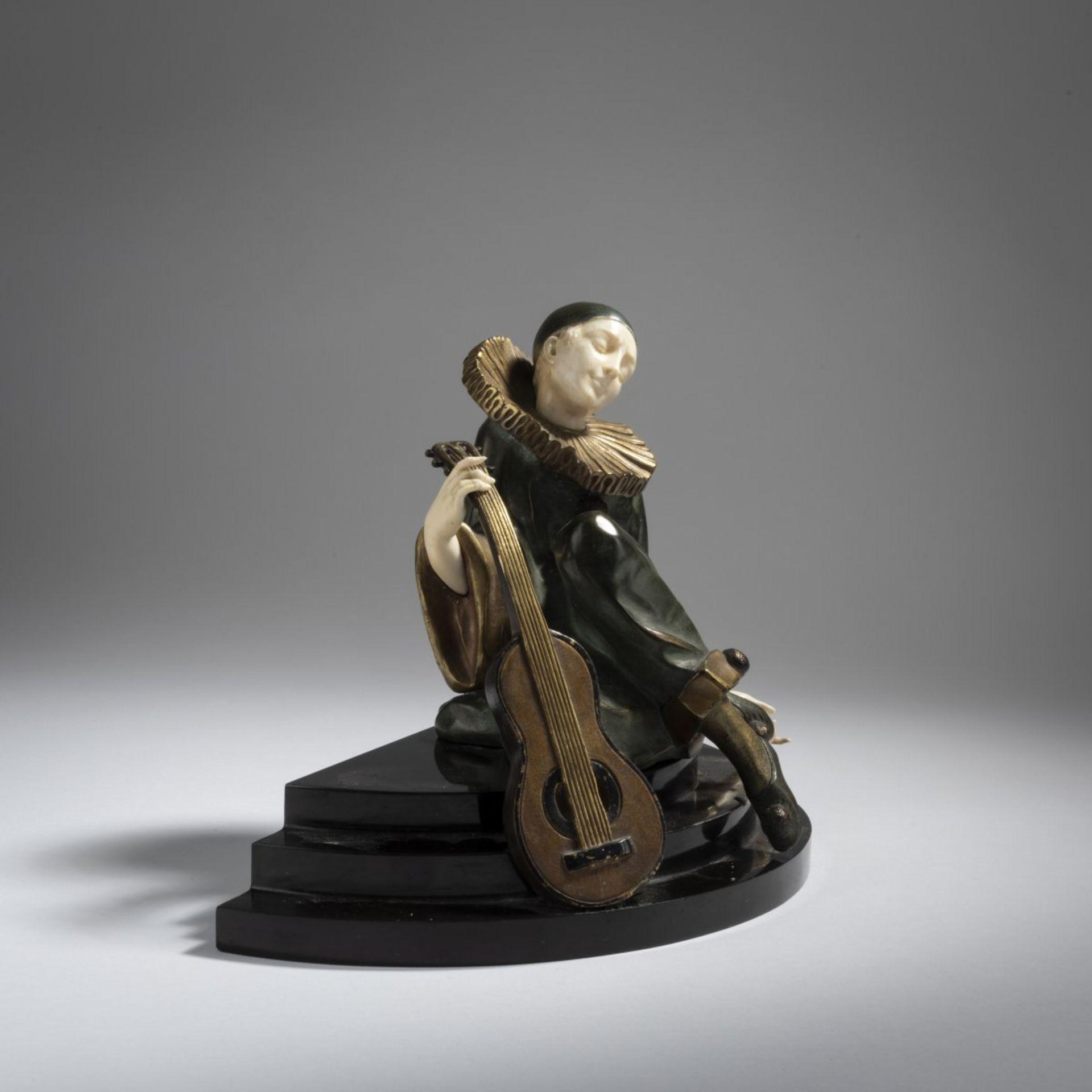 Alfred Gilbert, Pierrot mit Gitarre, 1925 - Bild 2 aus 3