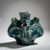 Faiencerie héraldique de Pierrefonds, Vase 'aux Ecrevisses', um 1900