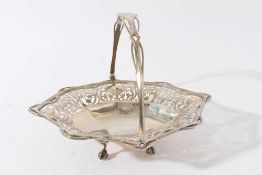 Good quality Edwardian silver cake basket of oval form with faceted and pierced decoration and swing