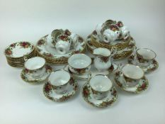 Royal Albert Old Country Roses tea and dinner service - 47 pieces