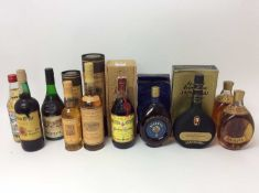Ten assorted bottles to include: Glenmorangie 10 Years Old, 70cl and 35cl, both in ordinal boxes. Tw