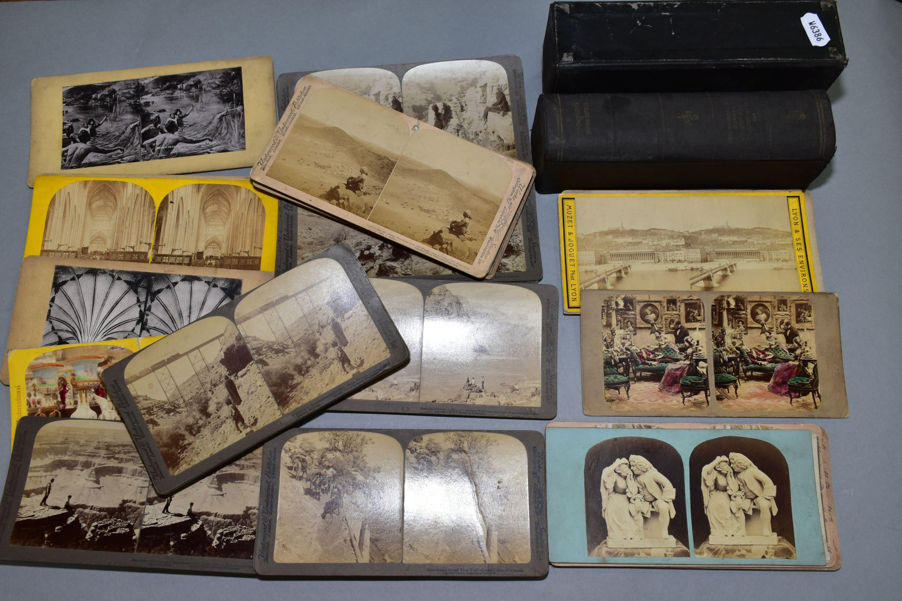A BOXED SET OF UNDERWOOD & UNDERWOOD STEREOVIEW CARDS, 'The Grand Canyon of the Arizona through