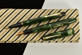 A BOXED GREEN MARBLED CONWAY STEWART PEN SET, including a No.3 propelling pencil, propels well,
