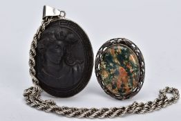 A SILVER AGATE BROOCH AND A HIGH RELIEF CAMEO PENDANT NECKLACE, the silver brooch designed with an