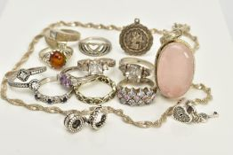 A SMALL QUANTITY OF JEWELLERY, to include a white metal pendant, of a oval cabochon rose quartz